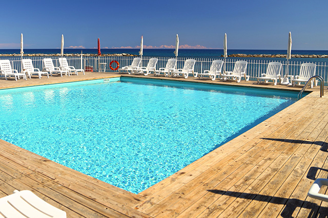 piscina e spiaggia private Hotel Mayola San Bartolomeo al Mare