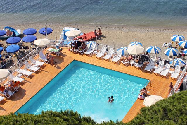 Hotel-Mayola-piscina-04