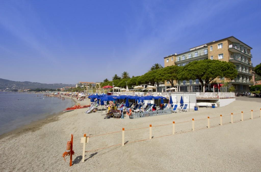 Hotel-Mayola-spiaggia