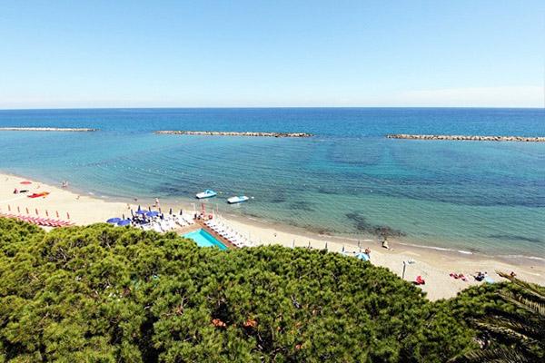 Spiaggia e piscina Hotel Mayola
