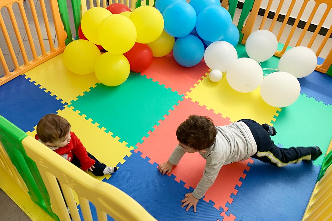 Recinto per bambini con tappeto anti trauma