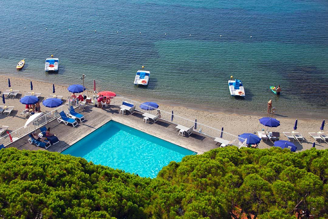 piscina e spiaggia Hotel Mayola